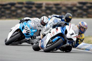 Bugden wins New Zealand Superbike opener for Suzuki