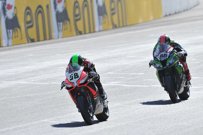 Eugene Laverty leads Tom Sykes to the line in the second World Superbike race at Assen. Image: WorldSBK.com.