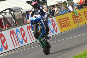 Lowes lowers benchmark pace in BSB Cadwell Park qualifying