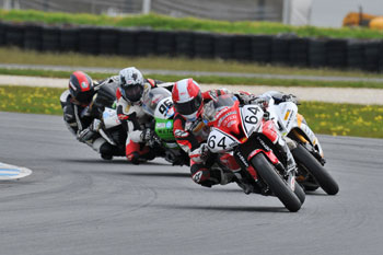 Morris keeps Supersport title hopes alive with opening Phillip Island win
