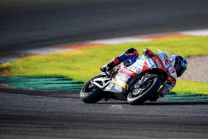 Hook hindered by illness in first MotoE simulation race