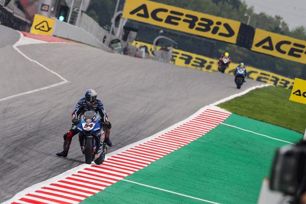 Razgatlioglu fastest at Catalunya WorldSBK on Friday